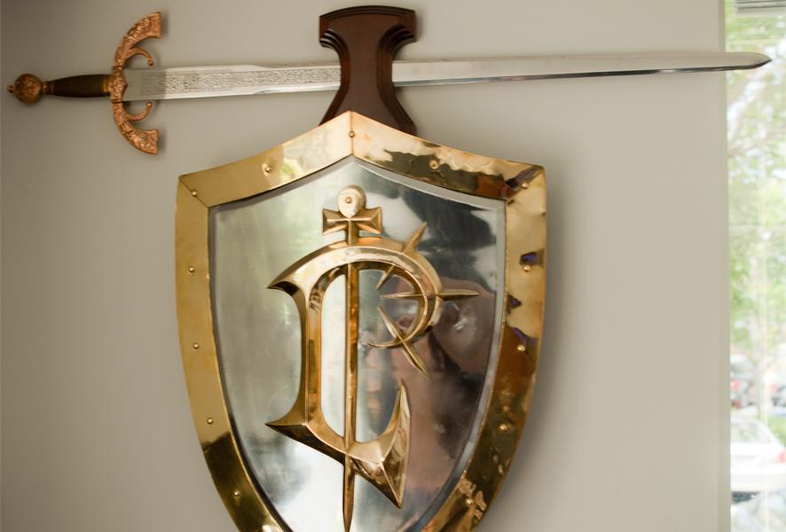 Epées et boucliers offerts par Blizzard aux employés de la société. Année 1996.