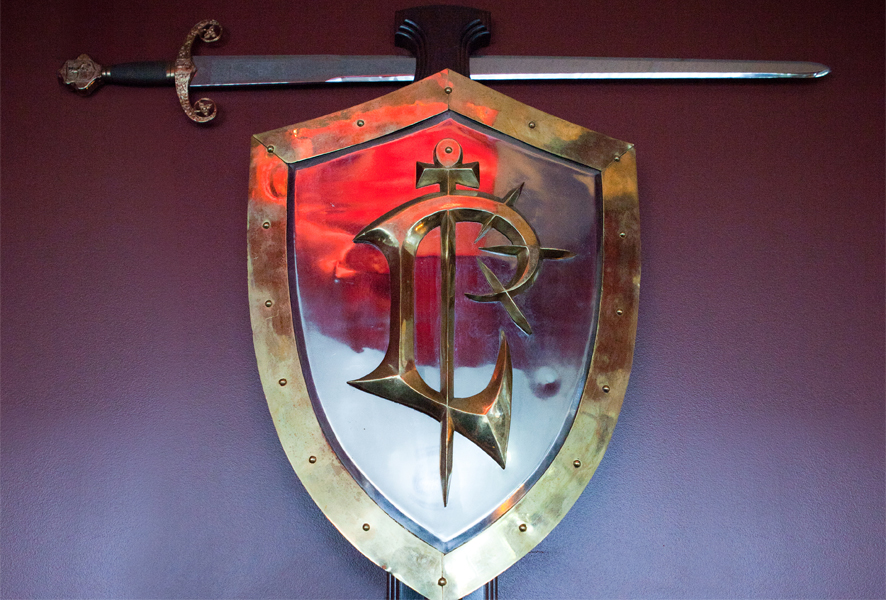 Epées et boucliers offerts par Blizzard aux employés de la société. Année 1997.