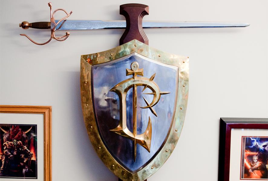 Epées et boucliers offerts par Blizzard aux employés de la société. Année 1998.
