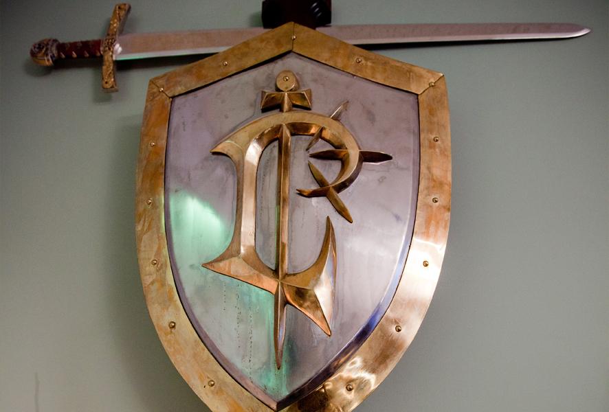 Epées et boucliers offerts par Blizzard aux employés de la société. Année 1999.